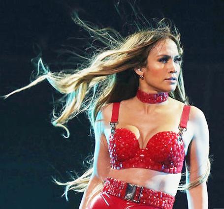 Дженнифер Лопес в пикантном трико ошеломила гостей зажигательными танцами. Фото