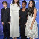 Анджелина Джоли в платье Ulyana Sergeenko вывела в свет старших дочерей. Фото