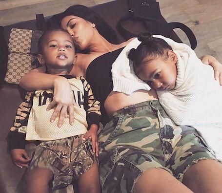 Ким Кардашьян наняла для двухлетнего сына особенного стилиста. Фото
