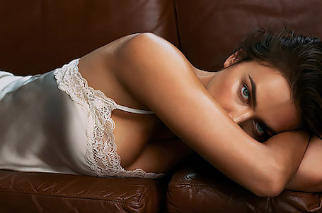 После родов Ирина Шейк превратилась в манящую красавицу с идеальными формами. Фото