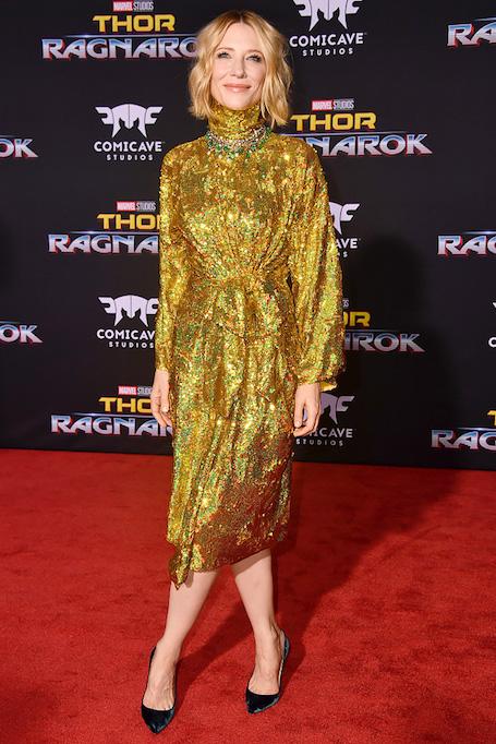 Кейт Бланшетт в золотом голографическом платье Gucci ослепляет красотой. Фото