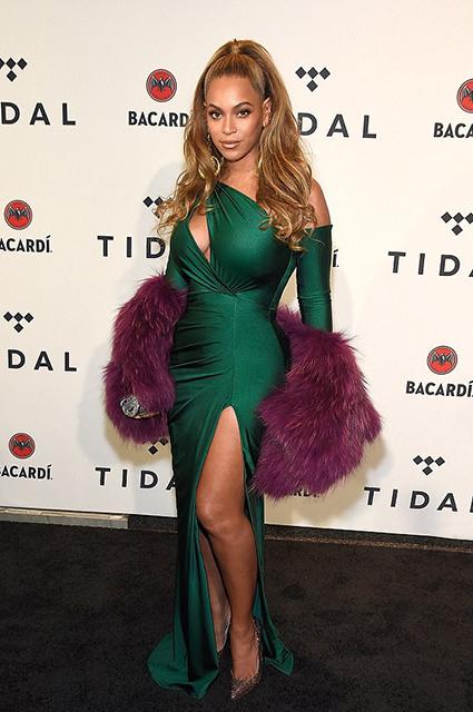 Бейонсе в обтягивающем платье с разрезами стала сенсацией на шоу в Нью-Йорке. Фото