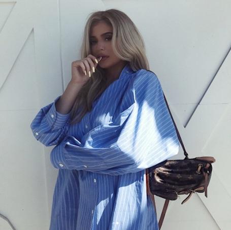 Беременная Кайли Дженнер перекрасилась в блондинку и стала копией Ким Кардашьян! Фото