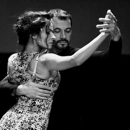 Экс-ВИА Гра Надежда Мейхер соблазняет фигурой в прозрачном платье и на пуантах. Фото