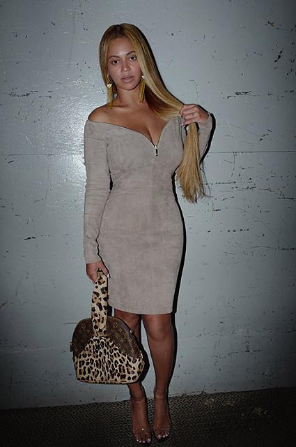Бейонсе в супер обтягивающем мини-платье отправилась на свидание с Джей-Зи. Фото