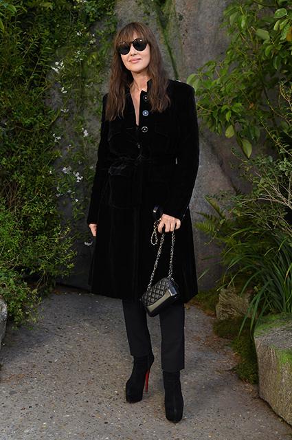 53-летняя Моника Беллуччи затмила всех звезд на показе Chanel в Париже. Фото