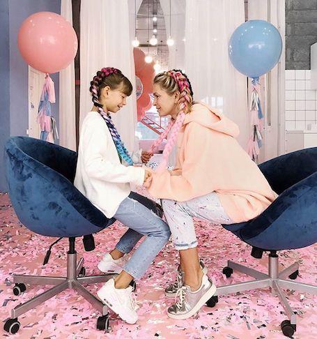 Вера Брежнева с младшей дочерью Сарой сделали себе одинаковые прически. Фото