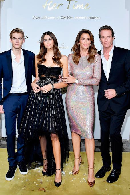 Кто красивее: Кайя Гербер и Синди Кроуфорд в потрясающих модных платьях. Фото
