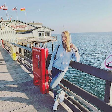 Ольга Фреймут показала, как она выглядит без макияжа и обычных джинсах. Фото