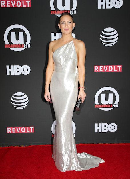 Это шок: Кейт Хадсон с бритой налысо головой и в модном платье вышла в свет! Фото