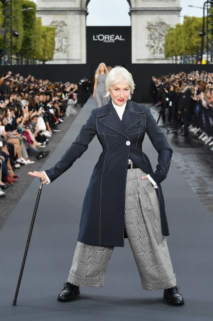 72-летняя Хилен Миррен и 79-летняя Джейн Фонда затмили Ирину Шейк на модном шоу. Фото