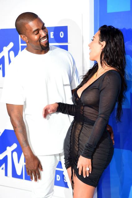 Ким Кардашьян официально подтвердила, что ждет третьего ребенка