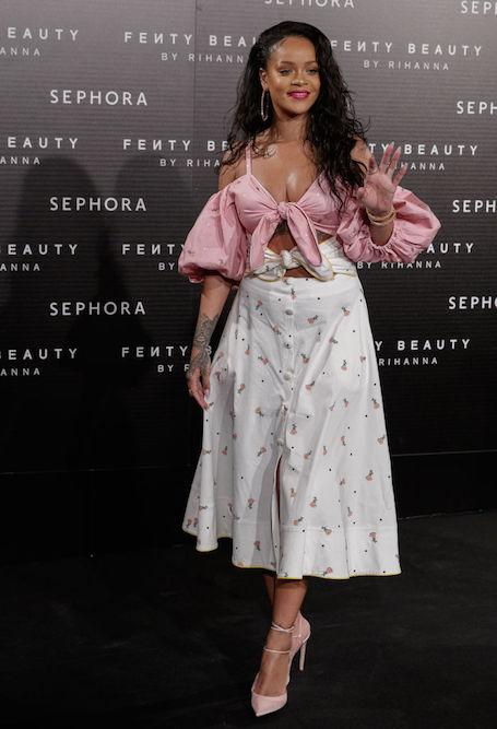 Лишний вес как достоинство: Рианна специально носит ультра откровенные наряды. Фото