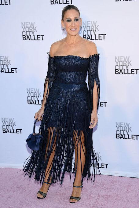 52-летняя Сара Джессика Паркер покоряет платьем собственного дизайна. Фото