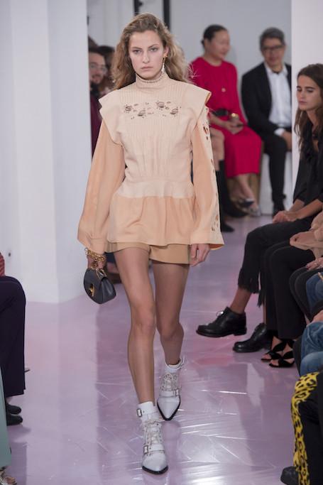 Неделя моды в Париже: показ Chloe весна-лето 2018. Фото