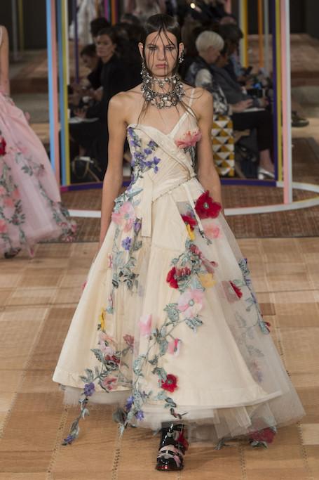 Неделя моды в Париже: показ Alexander McQueen. Фото