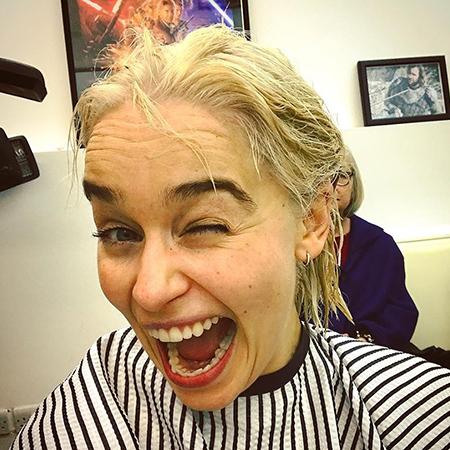 Эмилия Кларк превратилась в королеву Дейенерис Таргариен в реальной жизни! Фото