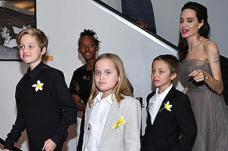 Леди в Нью-Йорке: Анджелина Джоли в сером платье умопомрачительно прекрасна! Фото