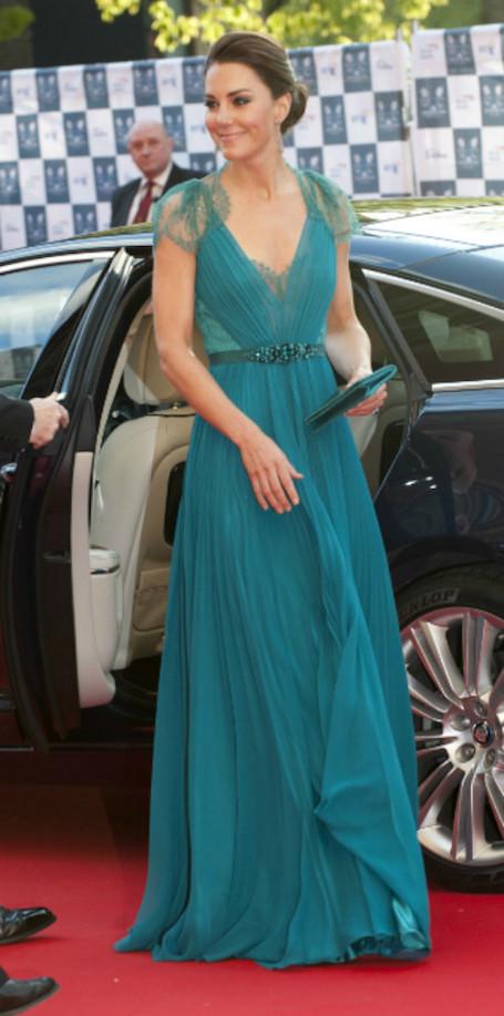 Против правил: 5 раз, когда Кейт Миддлтон пренебрегла королевским дресс-кодом. Фото