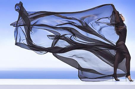 Прозрачный шифон и ничего больше: смелые образы Дженнифер Энистон для глянца. Фото