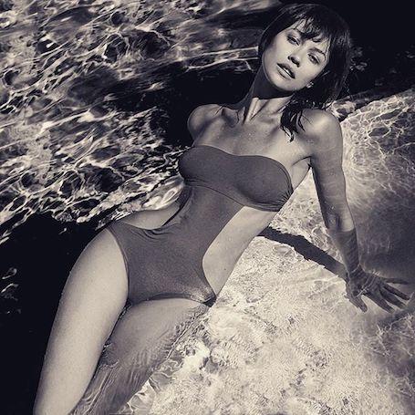 Ольга Куриленко в ярком бикини сразила наповал точеной фигурой. Фото