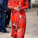 Леди в центре внимания: Оливия Палермо в ярко-красном платье на запах. Фото