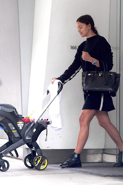 Настоящее счастье: Ирина Шейк с дочерью Леей прогулялась по Нью-Йорку. Фото