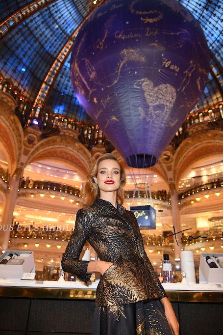 Наталья Водянова пленила безупречным нарядом на праздновании 70-летия Dior. Фото