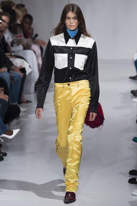 Эффектный дебют: Кайя Гербер пленила красотой на показе Calvin Klein. Фото