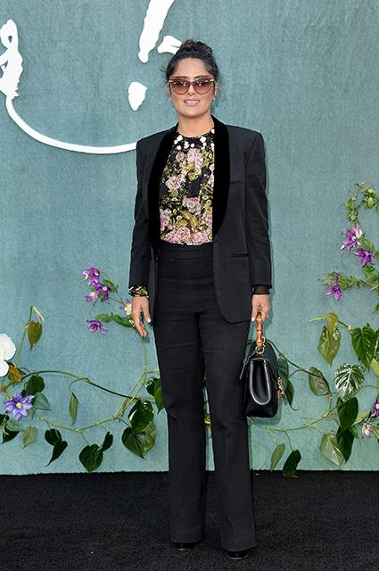 Сальма Хайек в деловом костюме представила скандальный фильм в Лондоне. Фото