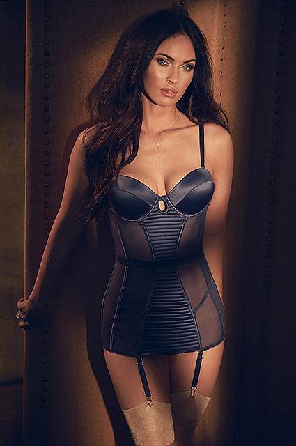 Меган Фокс позирует в пикантном нижнем белье для модного фотосета. Фото