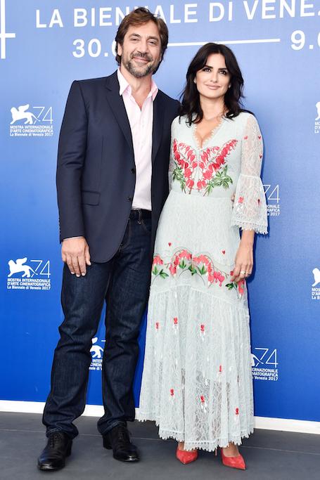 Пенелопа Крус в мятном платье с богатой вышивкой ошеломила на премьере всех. Фото