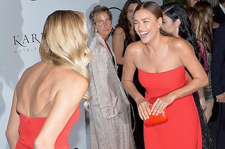 Безупречная сексуальность: Ирина Шейк в красном платье покоряет фигурой. Фото