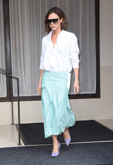 Белая рубашка и макси-юбка: 2 образа в пастельной гамме от Виктории Бекхэм. Фото