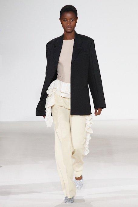 Неделя моды в Нью-Йорке: показ Victoria Beckham весна-лето 2018. Фото
