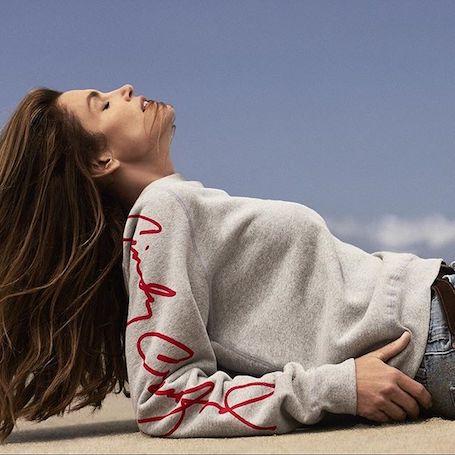 51-летняя Синди Кроуфорд позировала топлес для провокационного фотосета. Фото