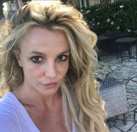 35-летняя Бритни Спирс без макияжа и прически обескуражила фанатов. Фото