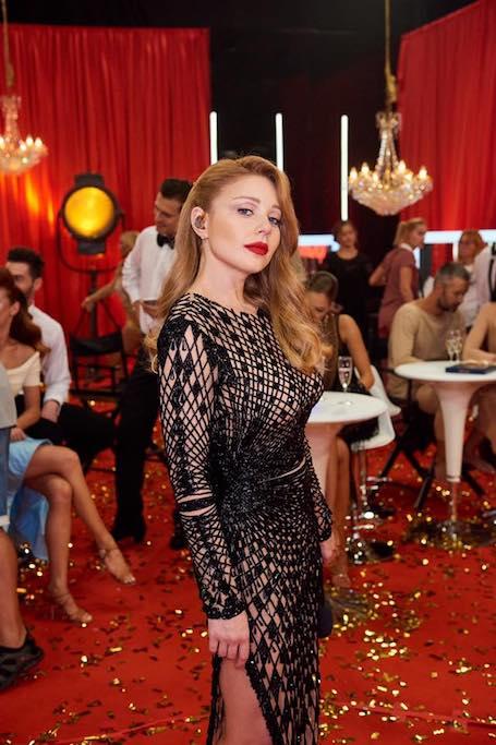Тина Кароль сногсшибательно сексуальна в облегающем платье из сетки. Фото