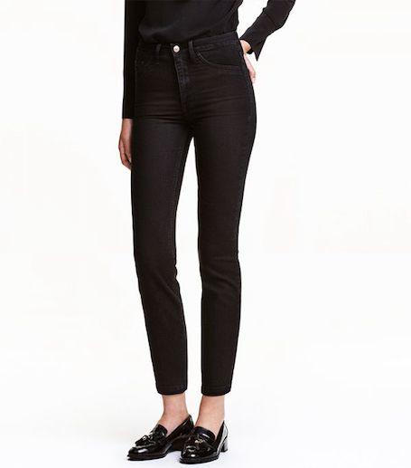 Как носить черные джинсы, которые снова стали популярны? Фото
