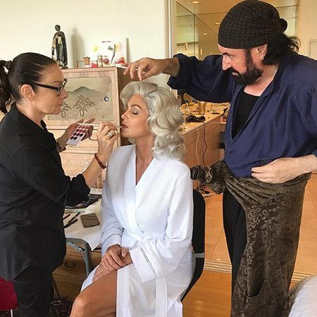 Найди пять отличий: Синди Кроуфорд примерила облик Мэрилин Монро! Фото