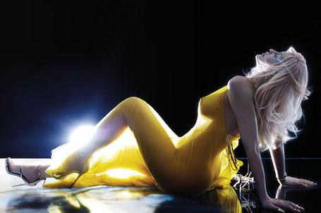 Нагая Кайли Дженнер еще никогда не была столь откровенна в своем фотосете. Фото