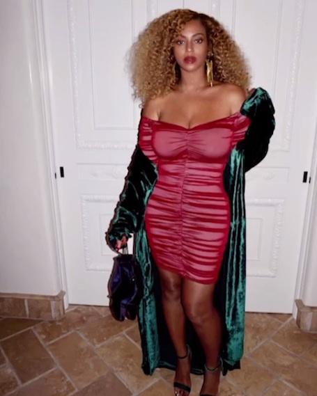 Вот это формы: Бейонсе похвасталась фигурой в ультра коротком платье! Фото
