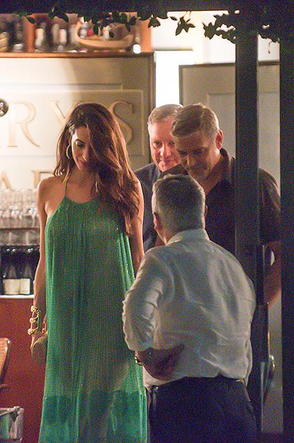 Амаль и Джордж Клуни засветились на романтическом ужине в Италии. Фото