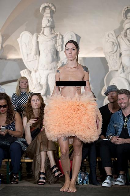 Шок и шоу на Неделе моды в Стокгольме: модели вышли на подиум в чем мать родила! Фото