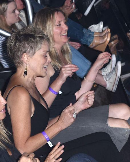 Радикально коротко: 59-летняя Шэрон Стоун сменила прическу и помолодела! Фото
