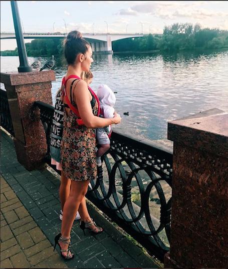 Доля матери-одиночки: Анна Седокова разошлась с отцом своего сына. Фото