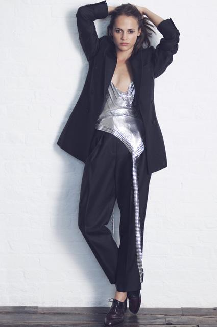 Алисия Викандер разжигает конфликт, сравнивая себя с Анджелиной Джоли. Фото