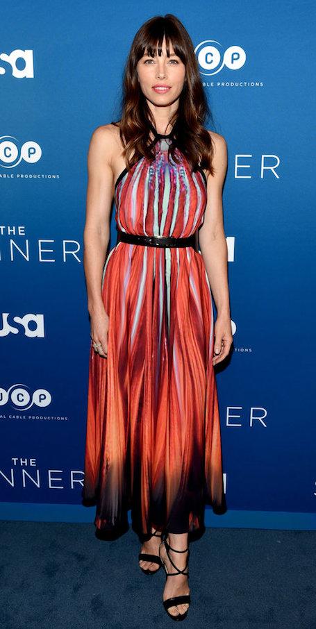 Джессика Бил в платье Elie Saab впервые вышла в свет после долгого перерыва. Фото