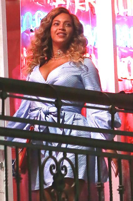 Бейонсе показала фигуру после родов на свидании с Джей-Зи в Лос-Анджелесе. Фото