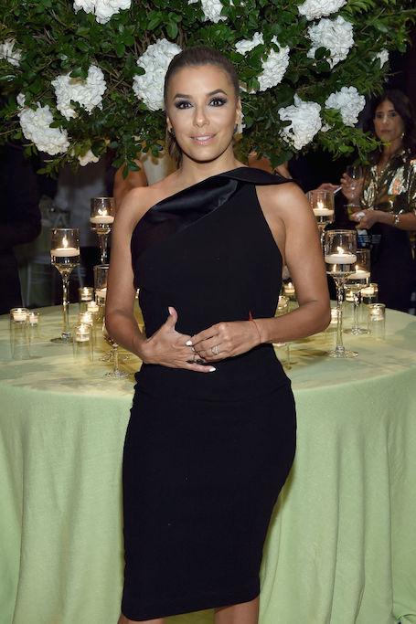Ева Лонгория в черном мини-платье соблазняет аппетитными формами. Фото